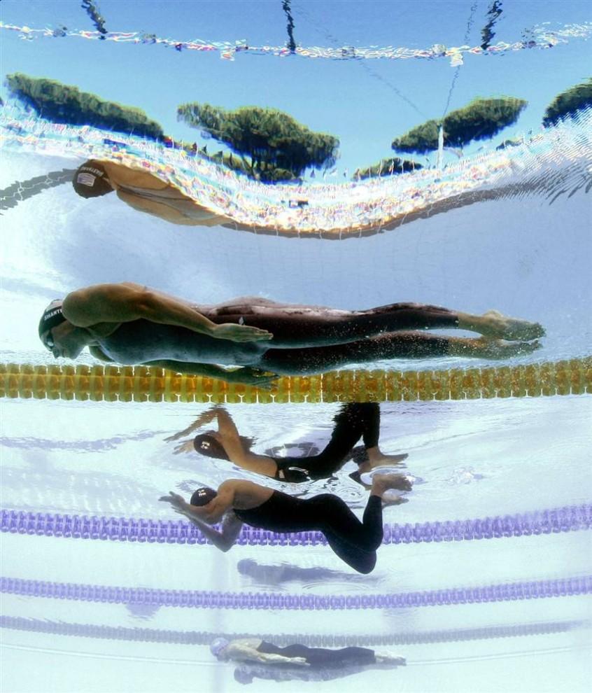 8) Эрик Шанто из США принимает участие в заплыве брассом на 100 метров среди на Чемпионате мира по водным видам спорта FINA 27 июля в Риме.