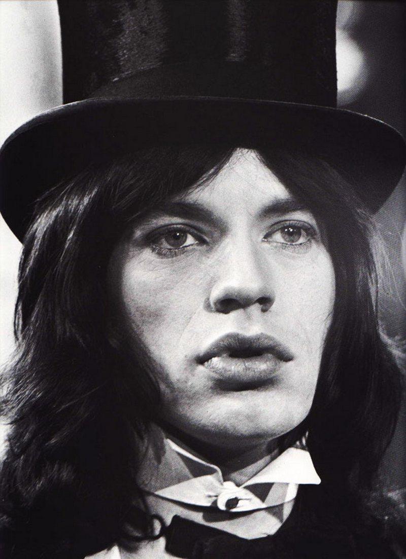 2) Мик Джаггер. Английский певец, обладатель «Грэмми» и «Золотого Глобуса», автор песен, время от времени актер, и, кроме того, лидер группы «The Rolling Stones». Дата и фотограф: неизвестны.