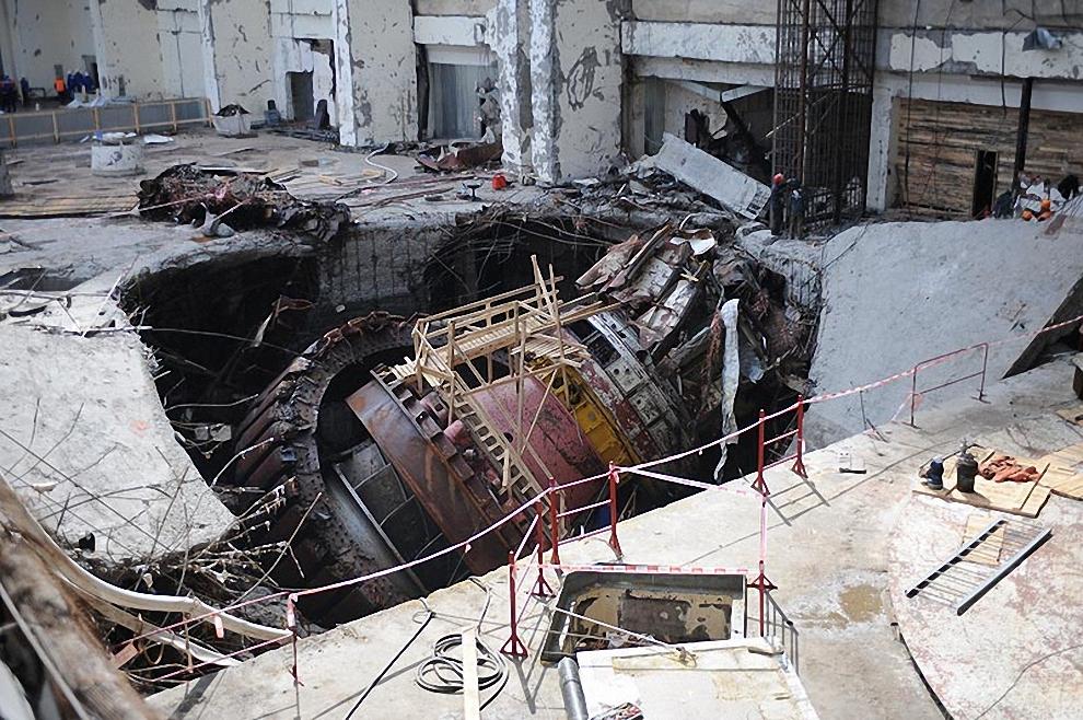 3) Разрушенный второй гидроагрегат.