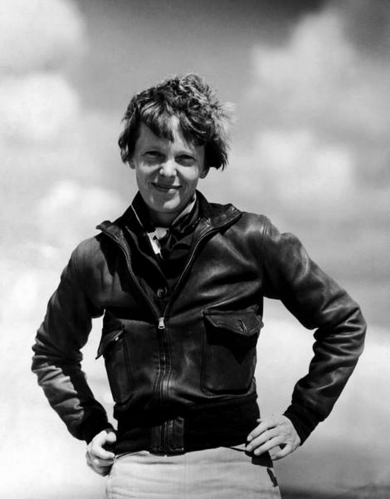 3) Амелия Эрхарт. Амелия стала первой женщиной-пилотом в одиночку полетевшей над Атлантикой. Эрхарт пропала без вести недалеко от острова Хауленд в Тихом океане во время полета вокруг земного шара в 1937 году. Дата: 1932. Фотограф: неизвестен.