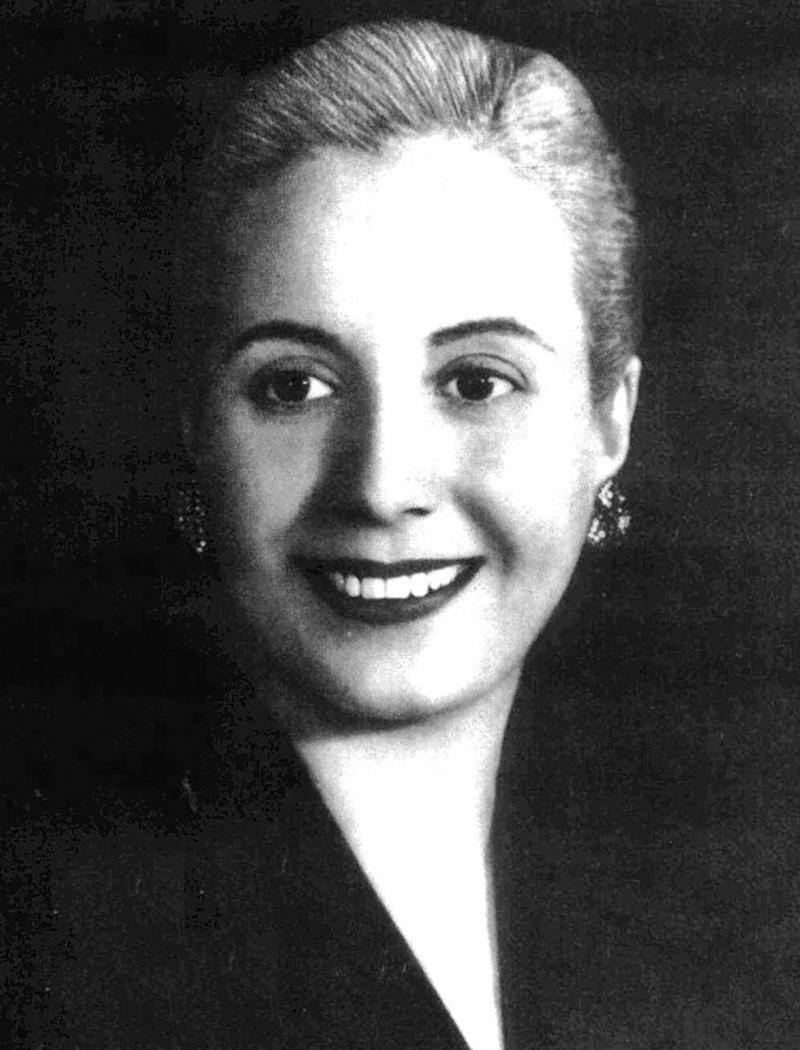 4) Эвита Перон. Эва Перон, или Эвита, как ее называли в родной Аргентине, была яростным борцом за права женщин и рабочих. Она скончалась от рака в возрасте 33 лет. Дата: 1950. Фотограф: неизвестен.