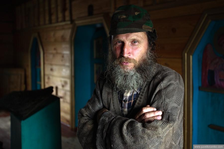 5) Монах Виктор, присматривающий сейчас за церквушкой.