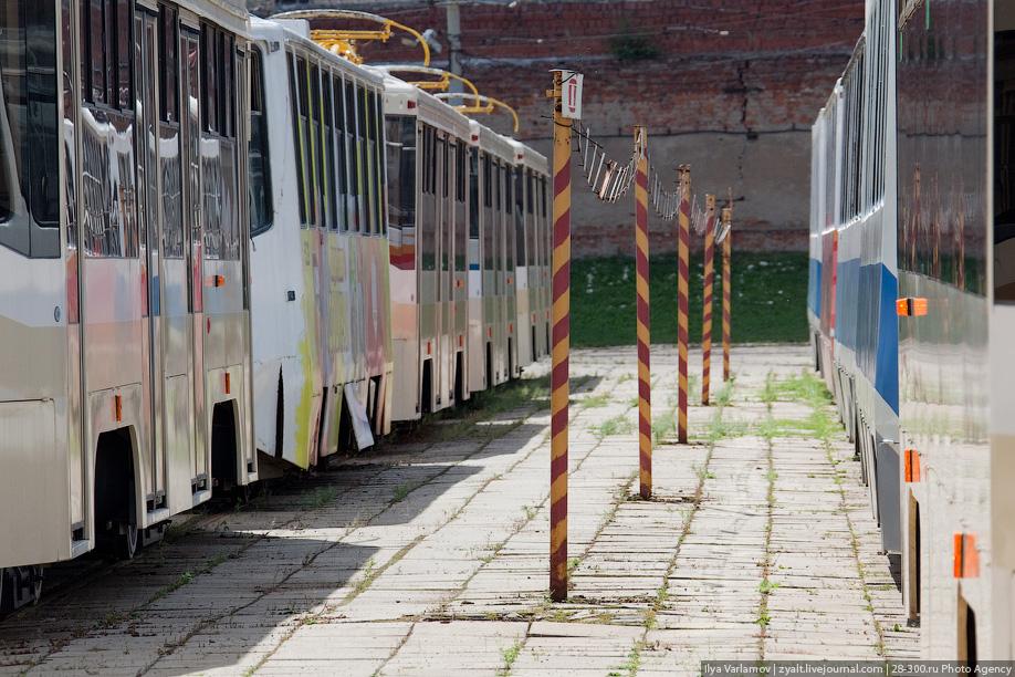 Чаще всего трамваи используются в одиночном режиме, реже — в составе поезда из двух вагонов. А в старые времена на улице можно было увидеть и три трамвая в сцепке.