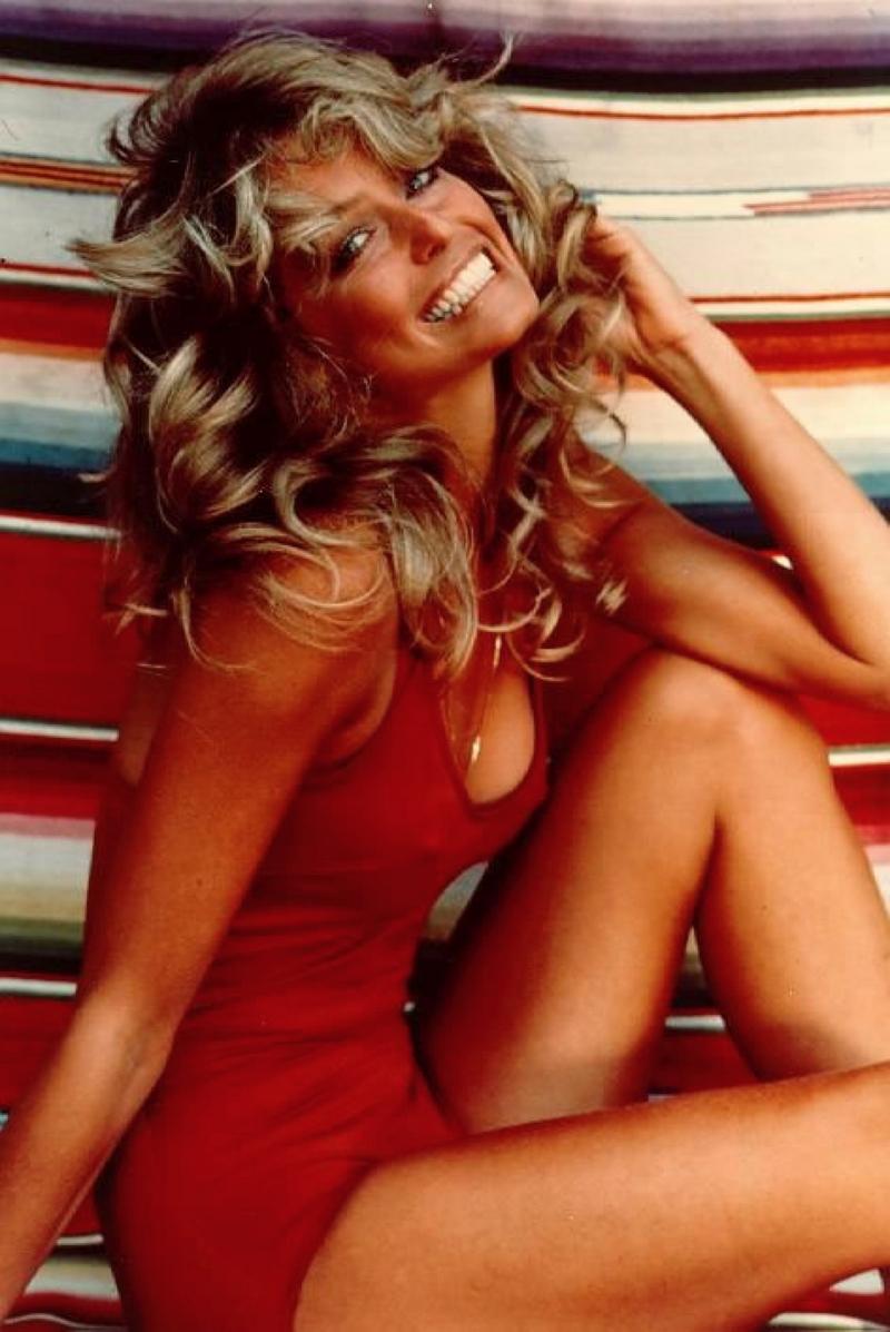 7) Фара Фосетт. Фара Фосетт стала популярна благодаря 70-ти сериям фильма «Ангелы Чарли», в котором она снималась, и благодаря этой фотографии, которая распространялась как постер. Дата: 1976. Фотограф: Bruce McBroom.
