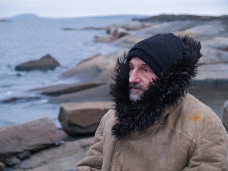 8) Петр Мамонов сыграл в фильме главного героя - старца Анатолия, всю жизнь искупающего грех убийства.