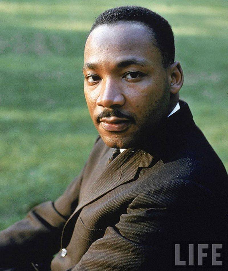 10) Мартин Лютер Кинг. Кинг боролся за равные гражданские права афро-американцев, известна его речь «у меня есть мечта» на марше в Вашингтоне в 1963 году. Дата: 1963. Фотограф: Howard Sochure.