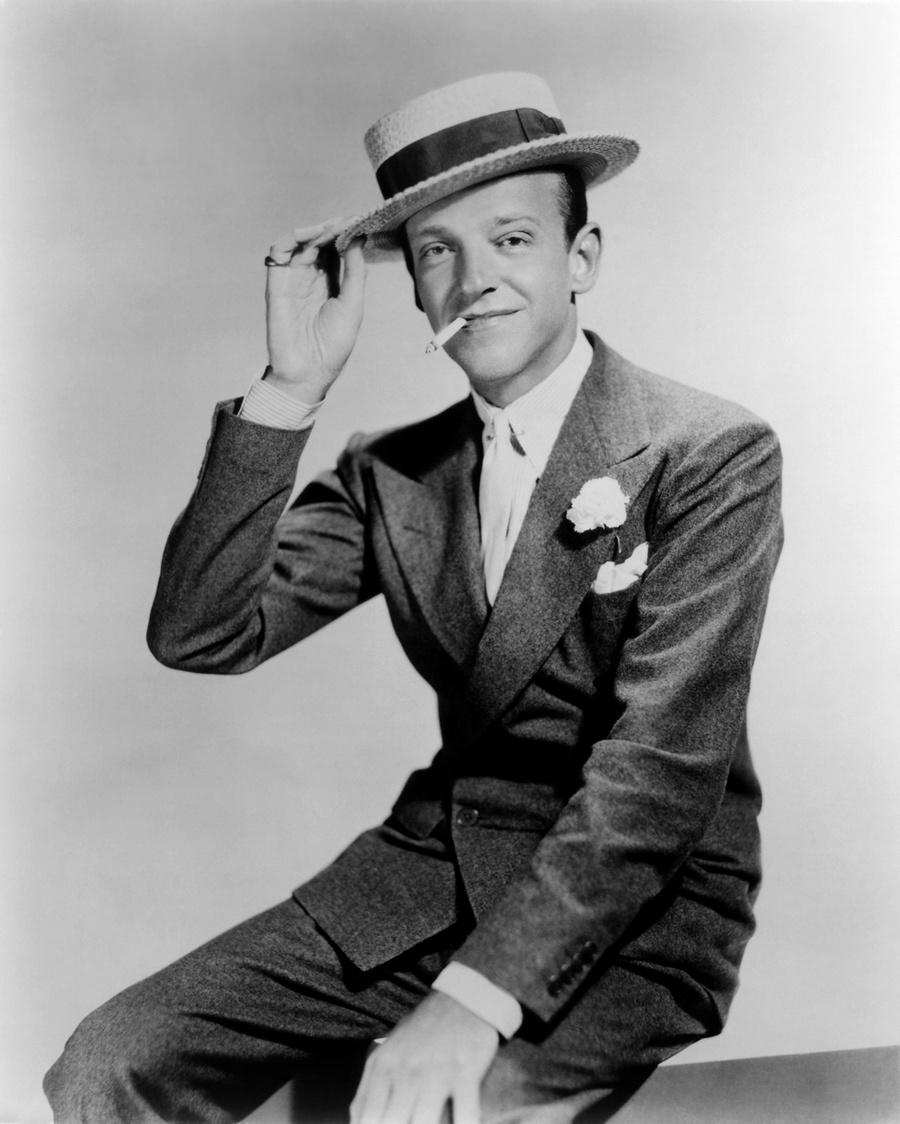 10) Фред Астер. Астер снимался во многих музыкальных фильмах, в десяти из которых играл вместе с Джинджер Роджерс. Астер снимался до 1981 года, после этого считается, что он стал принимать участие в водевилях. Дата и фотограф: неизвестны.