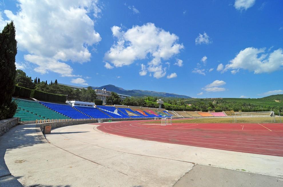 11) Современный стадион.