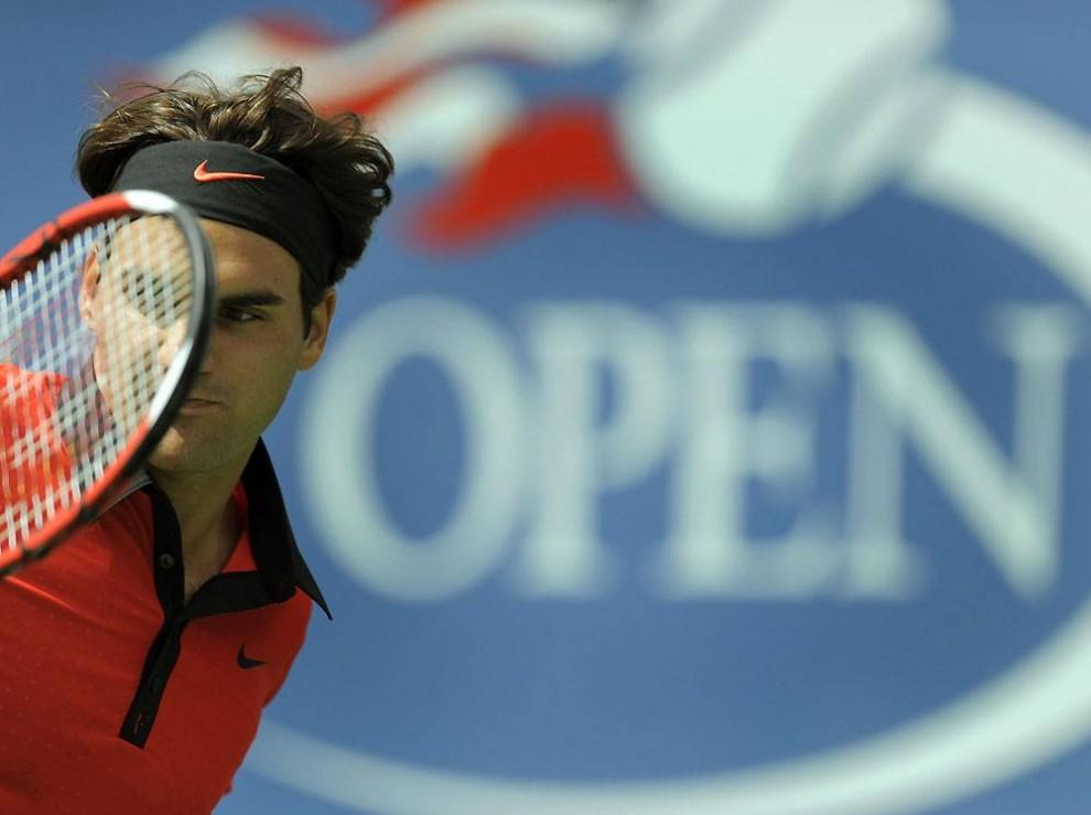 1. Пятикратный чемпион Роджер Федерер победил своего противника американца Дэйвина Бриттона в первом круге U.S. Open 31 августа 2009 года. Первый сет длился всего 18 минут – Федерер одержал победу со счетом 6-1, 6-3, 7-5. (Timothy A. Clary / AFP/Getty Images)