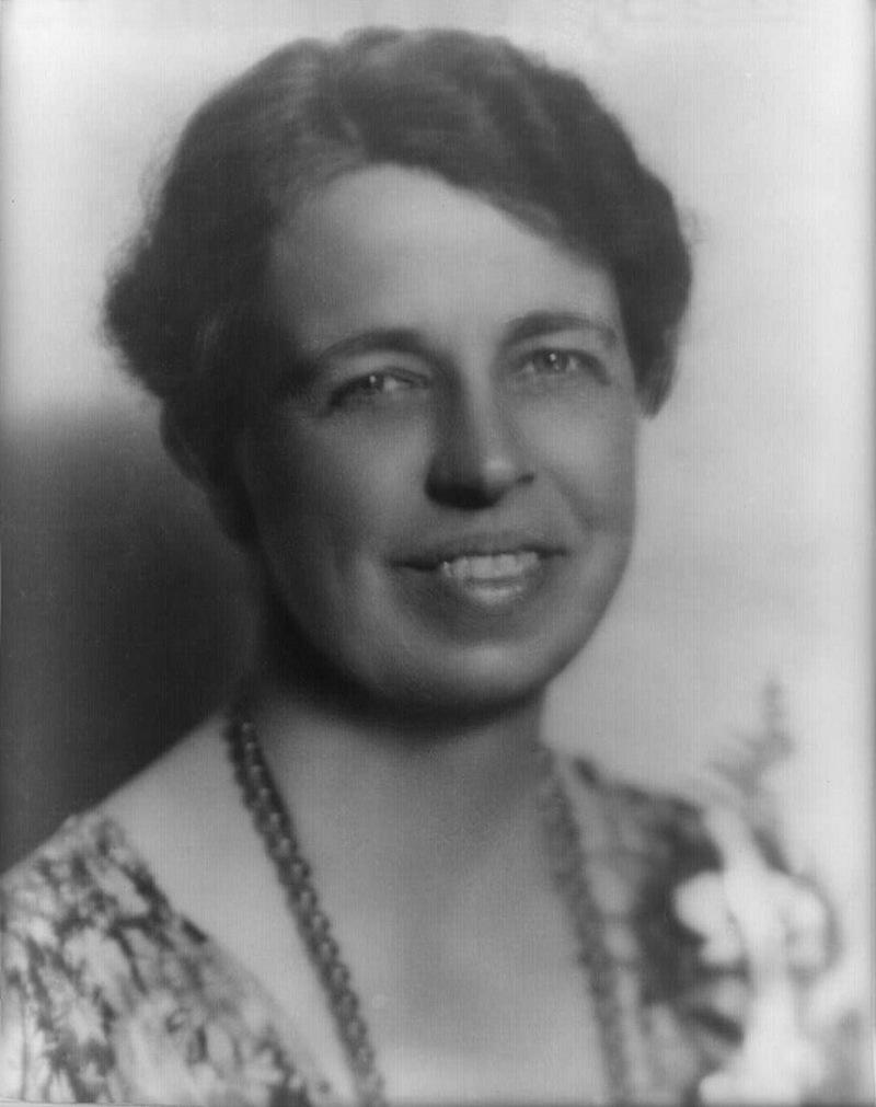 11) Элеонора Рузвельт. Элеонора Рузвельт была адвокатом по гражданским делам и защищающим права женщин. Кроме того, она основала Организация Объединённых Наций (ООН), с целью заставить американцев поддерживать Объединённые Нации. Дата: 20 июля, 1933. Фотограф: неизвестен.
