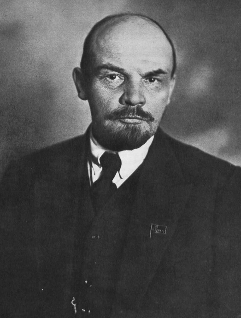 14) Владимир Ленин. Ленин сыграл важную роль в Революции 1917 года и был избран в этом же году на должность председателя  Совета народных комиссаров СССР. Его видение марксисткой теории позже было названо «Ленинизмом». Дата: 1920. Фотограф: L. Léonido.