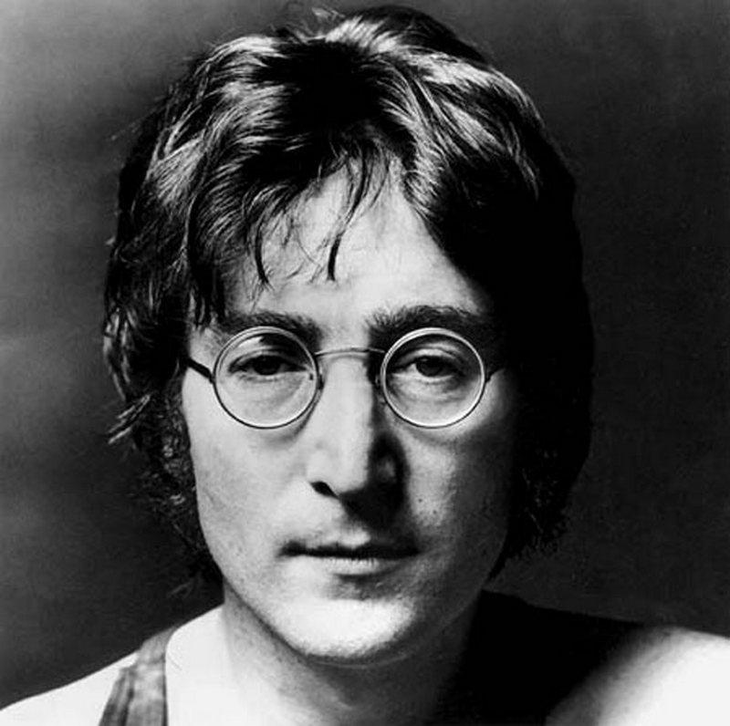 15) Джон Леннон. Лидер группы «Битлз», а после ее распада успешный соло-музыкант, все это до того, как он был убит. Леннон выступал за окончание войны во Вьетнаме и за установление мира между Россией и США во время Холодной войны. Дата: неизвестна. Фотограф: Andy Warhol