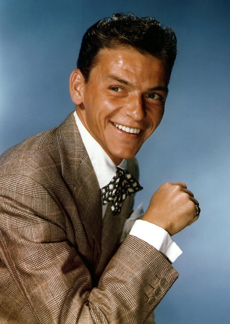 14) Фрэнк Синатра. Синатра был популярным музыкантом, киноактером и обладателем 11 наград «Грэмми». В более поздний период своей карьеры он снова прославил свое имя, теперь уже за счет выступлений в Лас-Вегасе. Дата: неизвестна. Фотограф: John Domini.