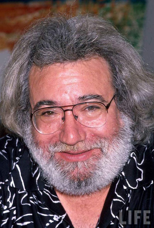 17)Джерри Гарсия. Лидер группы «Grateful Dead» Гарсия был культовой личностью для всего движения хиппи. Группа выступала вплоть до 1990-х, пока в 1995 году Гарсия не скончался от инфаркта. Фотограф: неизвестен.
