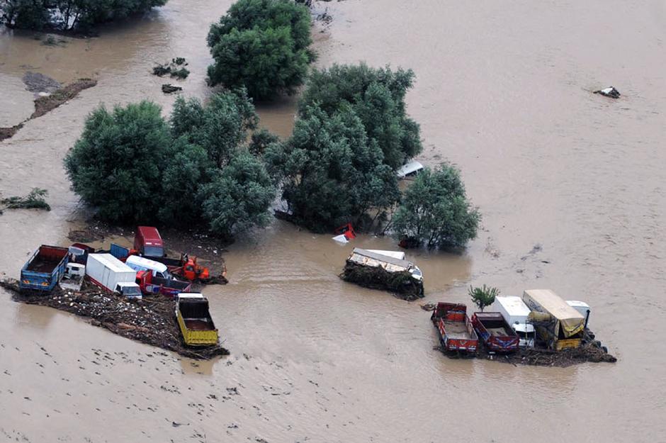 18) В Стамбул наводнение пришло в пол восьмого утра.