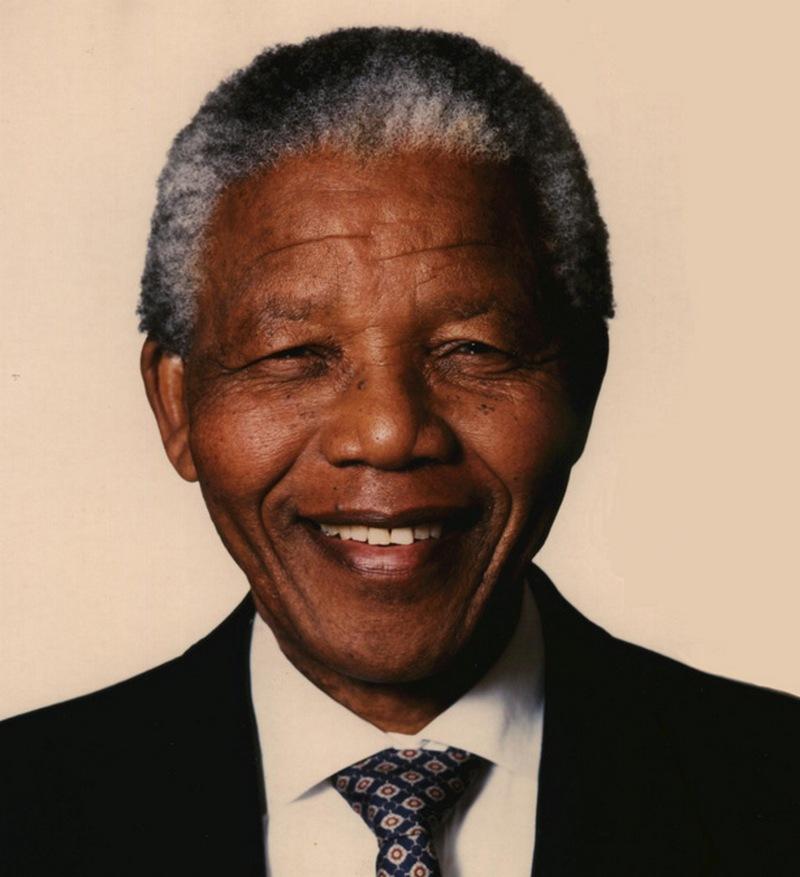 18) Нельсон Мандела. Нельсон Мандела в 1994 году стал первым президентом Южной Африки, положив конец апартеиду. До 1990 года он просидел в тюрьме за свои взгляды, выступающие против апертеида. Дата: 1994. Фотограф: African National Congress.