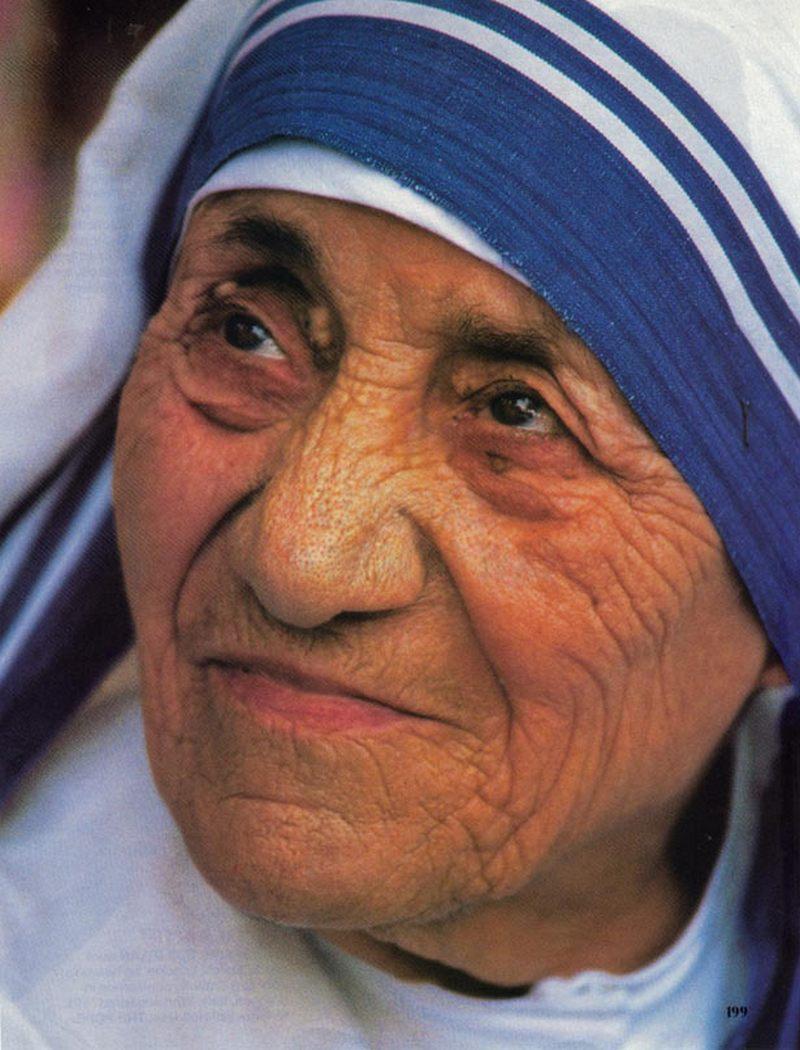 17) Мать Тереза. На момент ее смерти в 1997 году Организация «Миссионеры  Милосердия  Матери Терезы» создали 610 миссий в 123 странах. Дата: 1986. Фотограф: Túrelio.