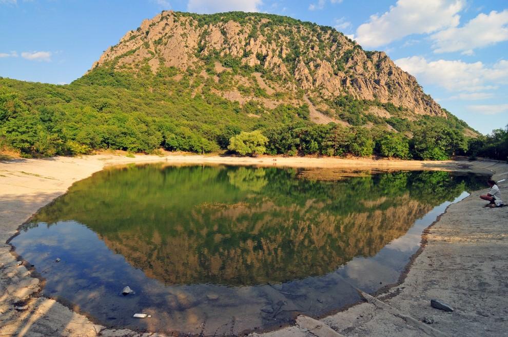 18) Озеро по пути в Партенит.