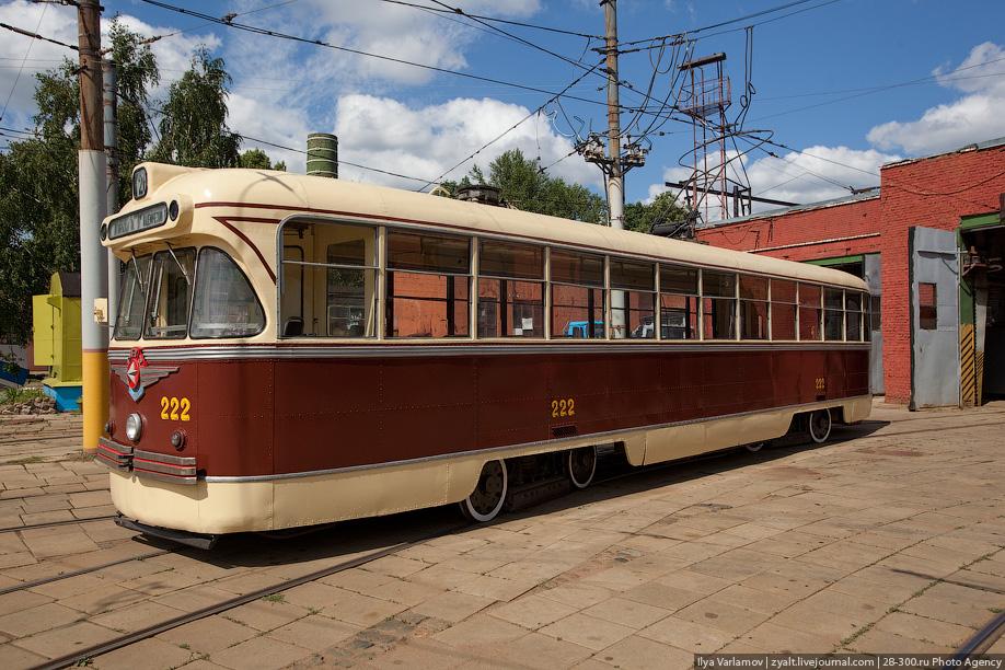 В Москве такие трамваи эксплуатировались с 1960 по 1966 год. В Коломне ежедневно выходили на улицы десятки РВЗ вплоть до 2002 года.