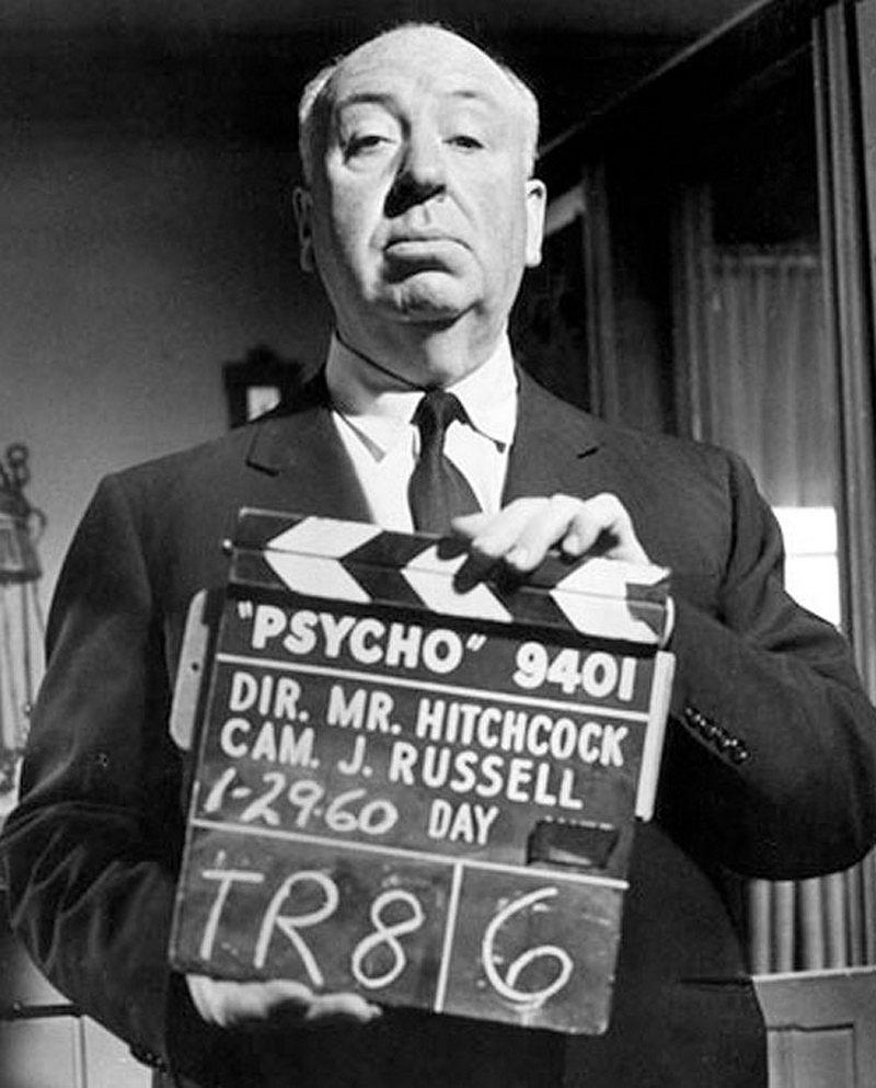 28) Альфред Хичкок. Хичкок был режиссером, который испытывал слабость к съемкам триллеров. Классическими триллерами считаются его работы «Окно во двор» и «Головокружение», в которых он использовал необычные приемы, чтобы шокировать и напугать зрителей. Этот снимок был сделан во время съемок фильма «Психо», который по праву считается одним из величайших фильмов ужаса. Дата: 29 января, 1960. Фотограф: Hulton Archive/Getty Images.