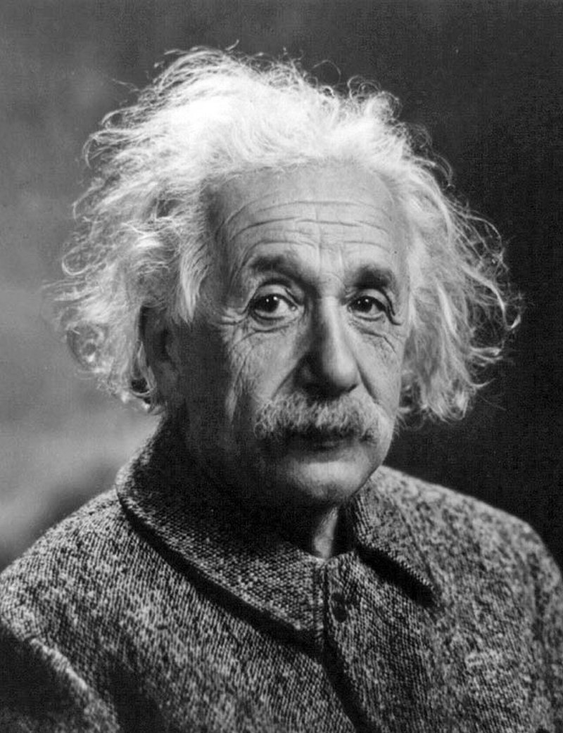 30) Альберт Эйнштейн. Эйнштейн – это еще один отец современной науки. Его самой известной теорией является теория относительности. Кроме того, он выдвинул ряд теорий, который стали основами современной физики, и положил начало веку использования атомной энергии. Дата: 1947. Фотограф: Oren Jack Turner.