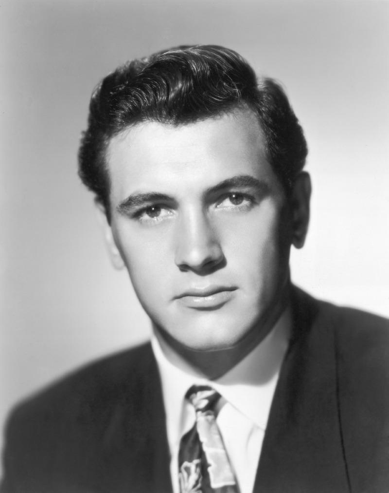 32) Рок Хадсон. Рок Хадсон снялся более чем в 70-ти фильмах, включая ряд картин с Дорис Дей. Он был одной из первых знаменитостей, скончавшейся от СПИДа. Дата и фотограф: неизвестны.