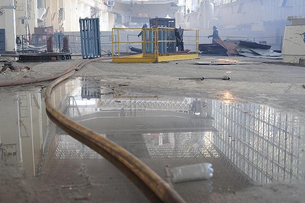"""19) """"Эта группа товарищей в аварийной ситуации провела правильные действия по закрытию гидропадающих затворов"""", - сообщил директор филиала Саяно-Шушенской ГЭС Валерий Кяри."""