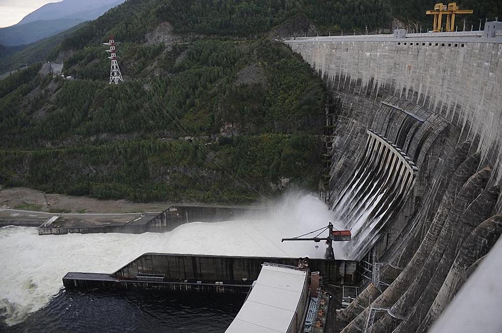 22) Напомним, авария на Саяно-Шушенской ГЭС произошла в 04:13 по московскому времени (3:13 по Киеву) 17 августа 2009 года.