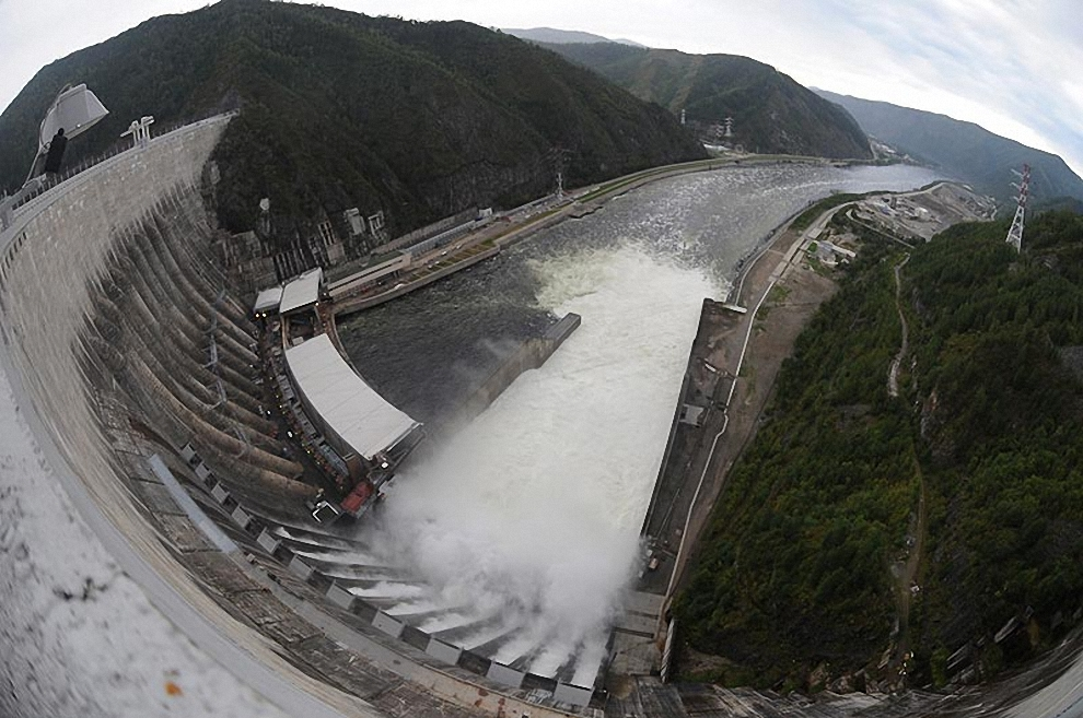 29) Во время затопления машинного зала пострадало все оборудование ГЭС.