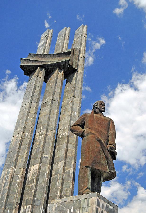 6) Дедушка Ленин. Куда ж без него.