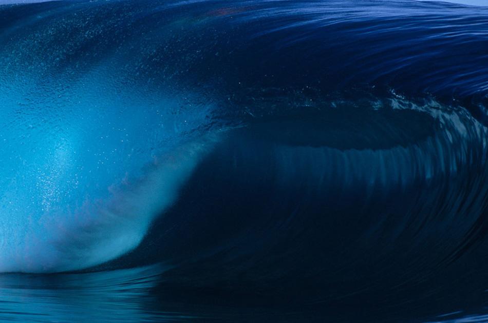 3) Волна у рифа Тахипу на Таити.
