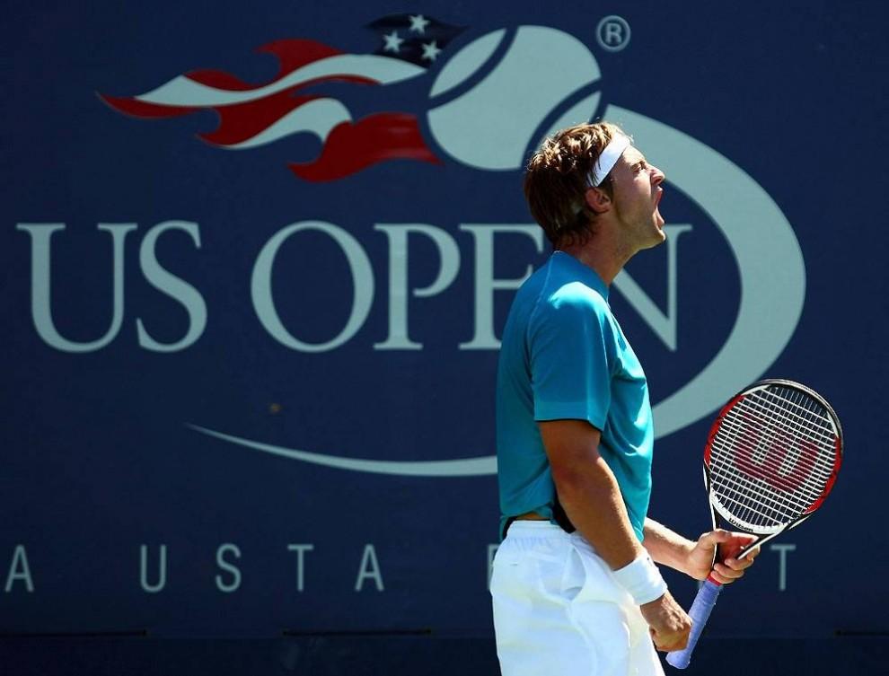 7. 23-летний Брендан Эванс из США не смог показать хорошую игру, вылетев в первом же круге U.S. Open. Он проиграл Денису Истомину из Узбекистана со счетом 4-6, 4-6, 6-7 в матче 1 сентября 2009 года. (Chris Mcgrath / Getty Images)