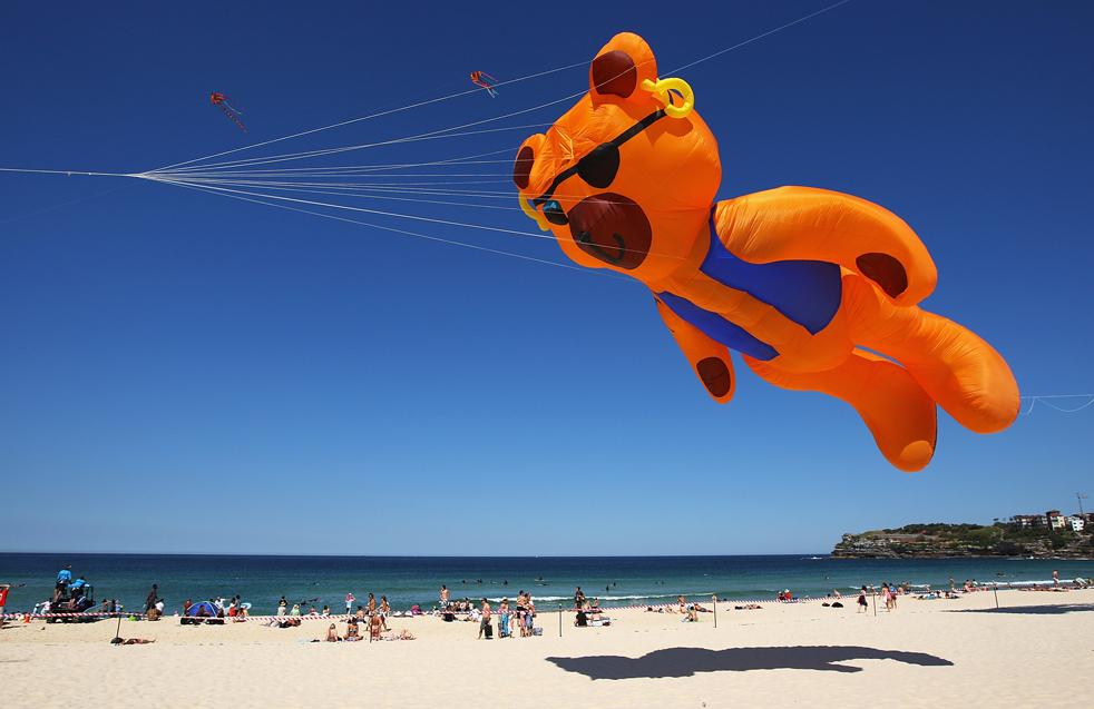 1) Бумажный змей в небе во время Фестиваля ветров на Бонди Бич 13 сентября в Сиднее. (Getty Images/Cameron Spencer)