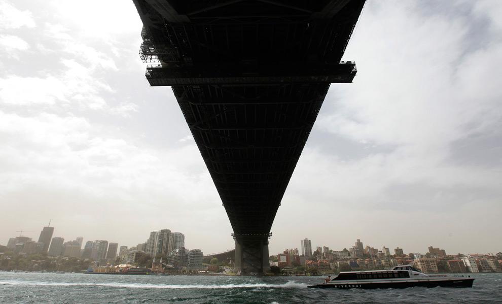 5) То же место в 12:15 (после бури) 23 сентября, 2009. (REUTERS/Tim Wimborne)