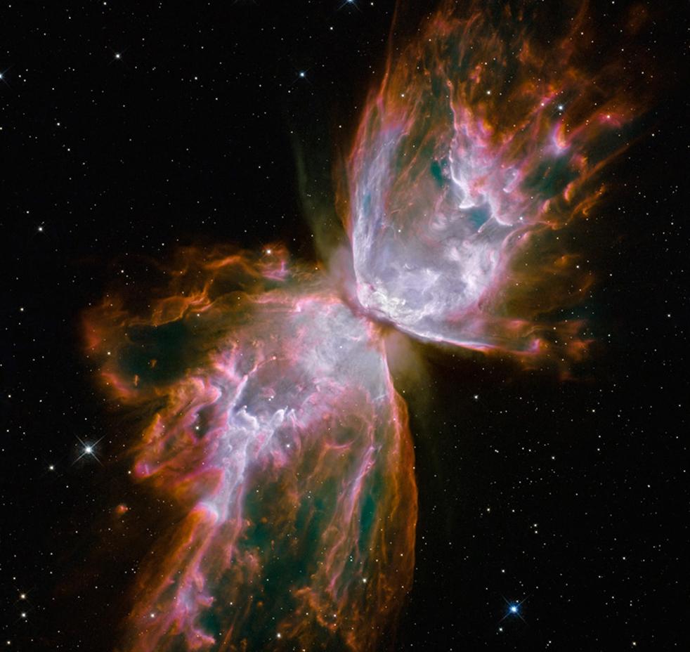 1. На этом снимке изображена планетарная туманность, названная NGC 6302, но более известная как Большая Туманность или Туманность Бабочки. Широкоугольный фотоаппарат – новая камера «на борту» космического телескопа Hubble – была установлена астронавтами NASA в мае 2009 года во время обслуживающей миссии по ремонту и обновлению 19-летнего телескопа. NGC 6302 лежит в нашей галактике Млечного Пути, примерно в 3 800 световых лет от созвездия Скорпион. Мерцающий газ – это внешний слой звезд, источаемый более 2 200 лет. «Бабочка» простирается на более чем два световых года, что примерно равно расстоянию от Солнца до ближайшей звезды – Альфа Центавр. Снимок выпущен NASA в среду 9 сентября. (NASA)