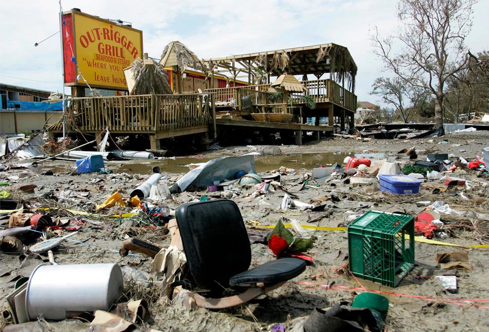 5а. Гриль-бар в Кирстал Бич, штат Техас, 16 сентября 2008 года. (AP Photo/Tony Gutierrez)