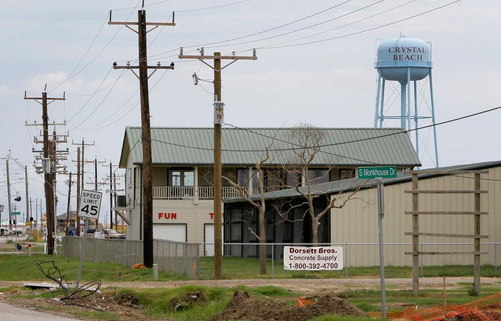 6б. Этот снимок того же места, сделанный 9 сентября 2009 года, демонстрирует изменения и улучшения в этом районе. (AP Photo/Tony Gutierrez)