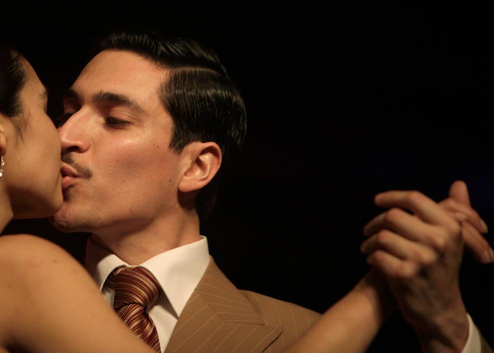 9. Пара танцует в отборочном соревновании седьмого чемпионата мира по танго в Буэнос-Айресе, Аргентина, в понедельник 24 августа 2009 года. (AP Photo/Natacha Pisarenko)
