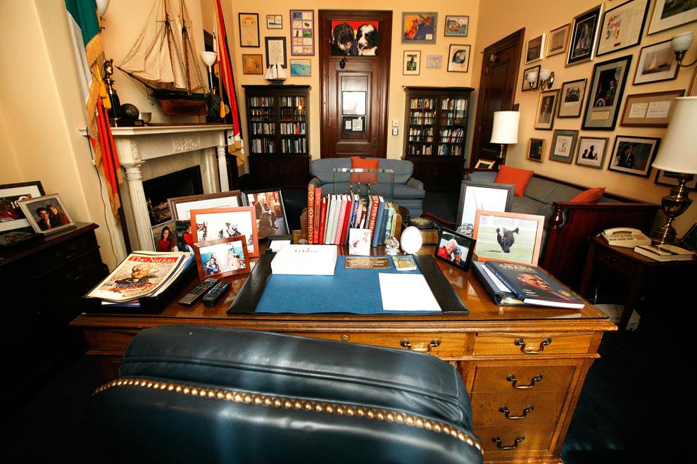 29. Пустой кабинет сенатора Эдварда Кеннеди в здании сената 26 августа 2009 года в Капитолии в Вашингтоне, округ Колумбия. (Alex Wong/Getty Images)