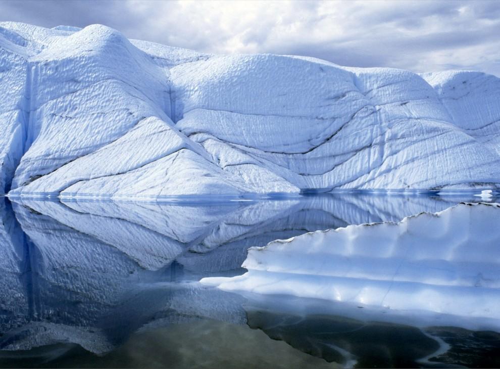 5) Ледник Матанушка отражается в ледниковом озере в долине Матанушка на Аляске.