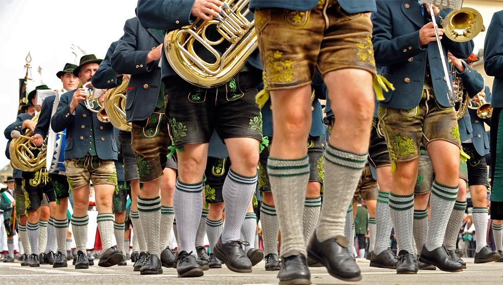 9. Традиционный баварский оркестр во время парада в честь фестиваля пива Октоберфест 20 сентября 2009 года в Мюнхене, Германия. (JOERG KOCH/AFP/Getty Images)