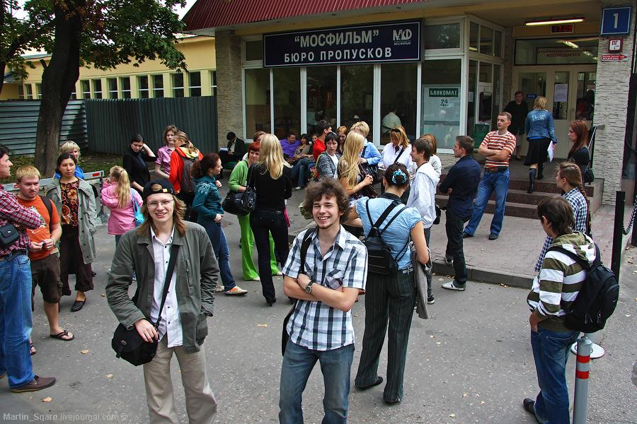 1) На экскурсию собралось 26 человек.