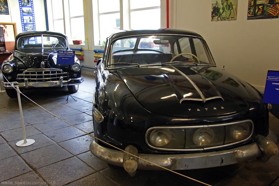 5) В музее автомобилей.