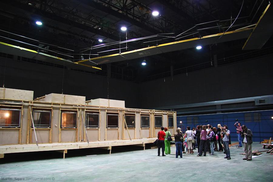 Проведена колоссальная работа по реконструкции павильонов и студий, оснащению их новейшим оборудованием и съемочной техникой, отвечающим самым высоким требованиям сегодняшнего дня.