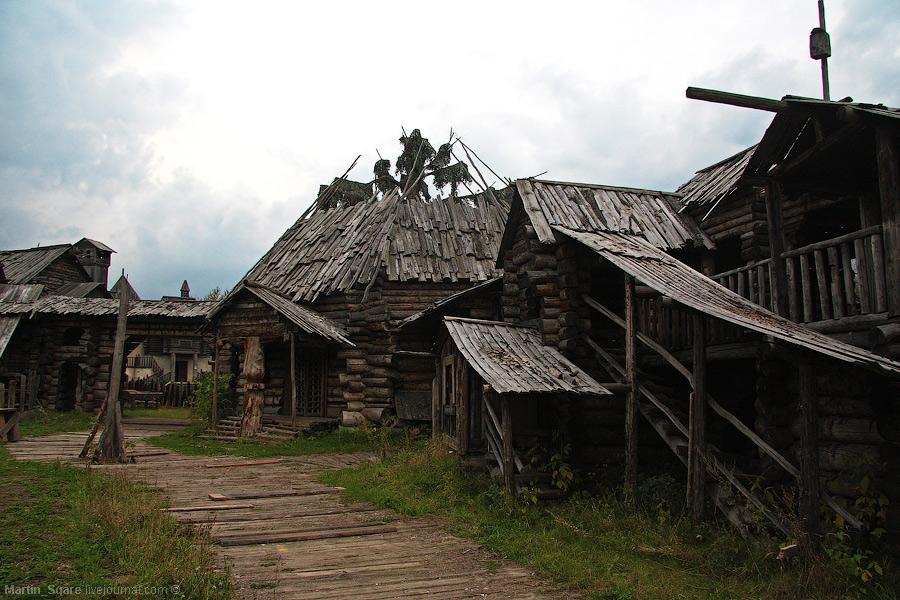 """Деревня где снимался фильм """"Волкодав"""". Нам сообщили, что она уже в аварийном состоянии."""