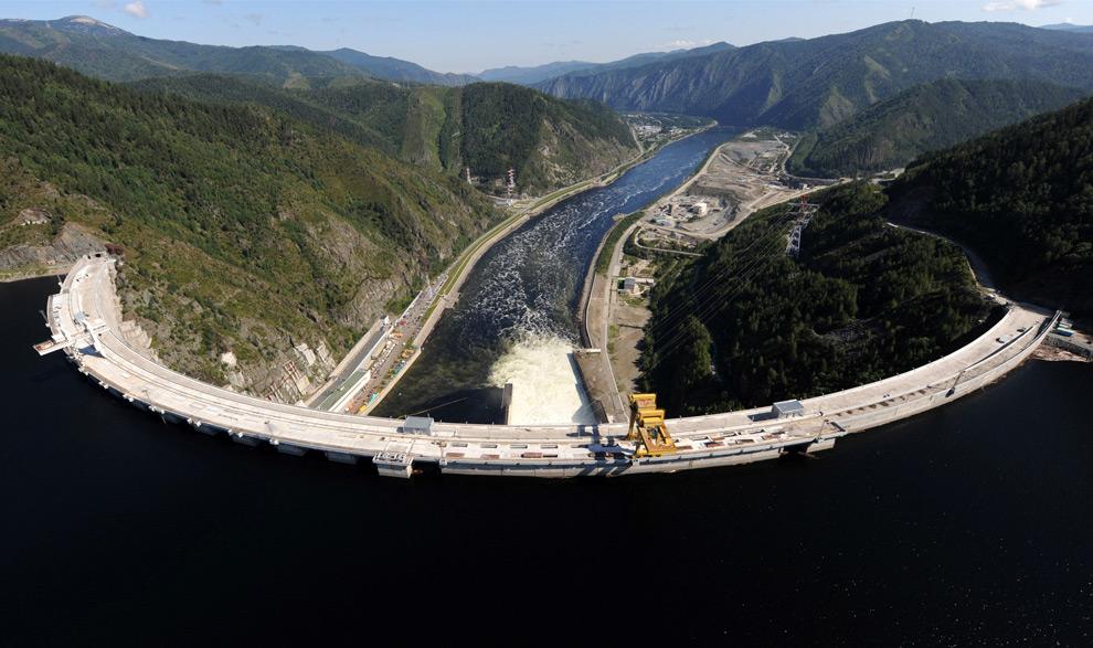 2. Вид на Саяно-Шушенскую ГЭС сверху, Черемушки, Россия, 20 августа 2009 года. (ALEXANDER NEMENOV/AFP/Getty Images)