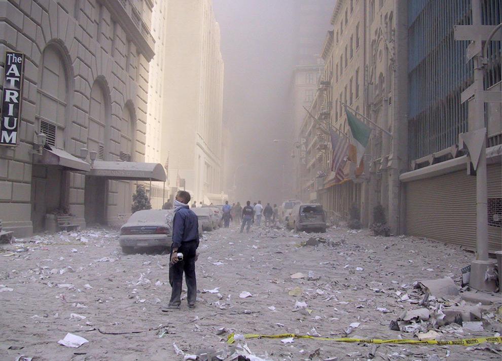 6. Улица в Манхэттене недалеко от места теракта в Нью-Йорке в четверг 11 сентября 2009 года. (AP Photo/Richard Drew)