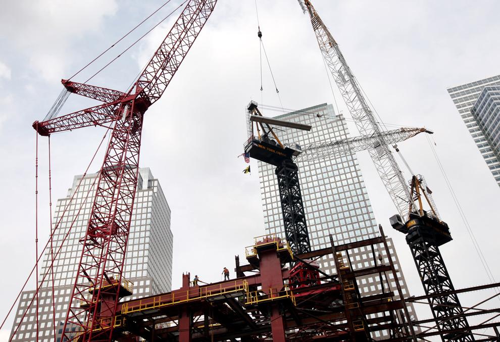 18. Строительство Всемирного торгового центра Башня 1, ранее известного под названием Башня Свободы, продолжается 8 сентября 2009 года в Нью-Йорке. (Rick Gershon/Getty Images)