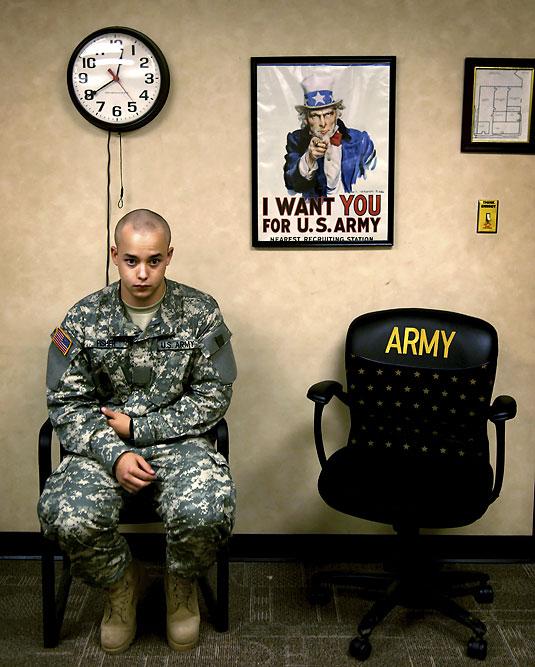 15. 20 июня 2007 года 12:41. «Я хочу домой. У меня такое чувство, что я пытаюсь оправдаться. Я думаю обо всех», - говорит Ян. Он хочет поговорить с сержантом первого класса Робертом Расселом о своей травме, а также пожаловаться ему на то, что сержант по строевой подготовке плохо с ним обращался, потому что он не спросил разрешения, когда накануне пошел на рентген.