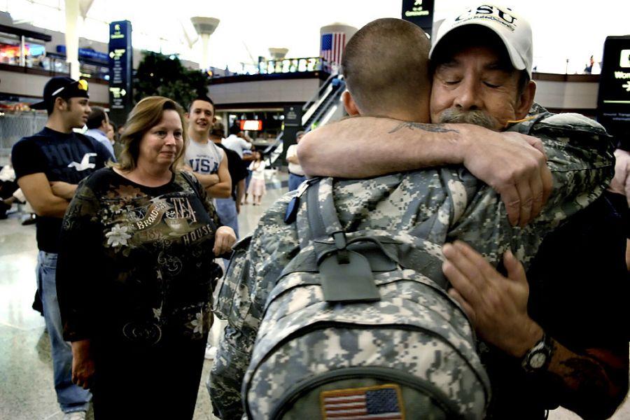 31. 28 сентября 2007 года 17:45. В Денверском аэропорту Яна встречают отец, мать и друзья.